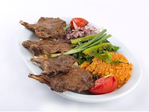 Taze Baharatlı Kuzu Pirzola Pilav ve Salata