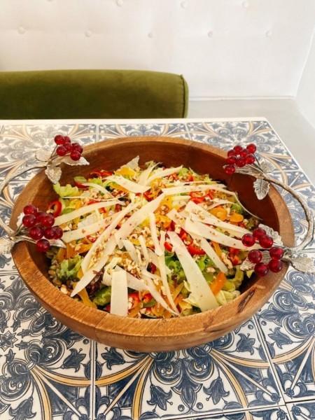 Parmesan ve Kuru Meyveli Akdeniz Salatası